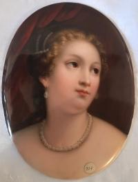 Plaque ovale signée KPM, Marie Antoinette. Réf: 117.