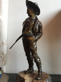 Bronze signé CARL KAUBA, cowboy sur son socle de marbre. Réf: 54