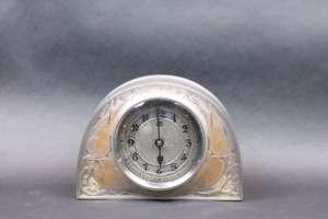RENÉ LALIQUE (1860-1945). « Moineaux » Pendule de table