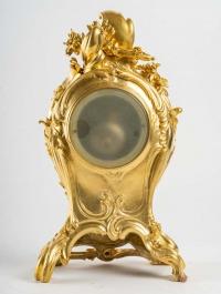 Garniture cheminée pendule et deux candélabres en bronze dorée style Louis XV