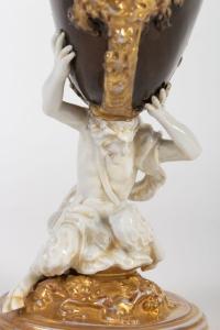 Nautile en Porcelaine. (blanc ,bronze  et or) XIXEME