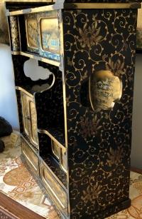 Cabinet japonais en laque or et argent