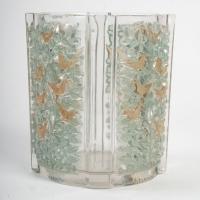 Vase « Quatre Panneaux » verre blanc patiné vert et sépia de René Lalique