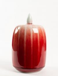 Xavier Duroselle - Boîte en porcelaine à corps facetté, couverte rouge de cuivre