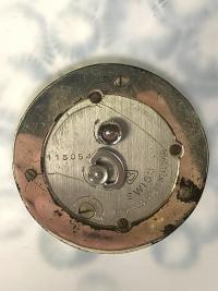 Pendule « Marguerites » verre blanc patiné bleu de René LALIQUE - mouvement mécanique