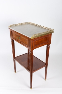 Petite table Louis XVI à écritoire en acajou estampillée CAUMONT 18e siècle