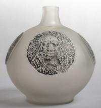 """Vase """"Quatre Masques"""" verre blanc patiné gris de René LALIQUE"""