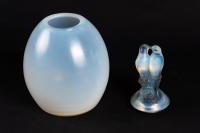 Vase couvert « Tourterelles » verre opalescent patiné bleu de René Lalique