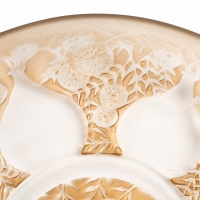 """Coupe Plat """"Vases De Fleurs"""" verre blanc patiné sépia de René LALIQUE"""