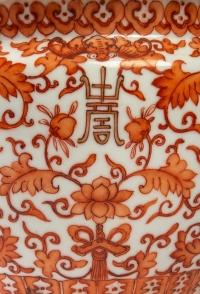 Terrine chinoise couverte à décor en rouge de fer et or, 19ème siècle