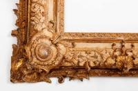 Exceptionnel cadre d'époque Régence en bois sculpté et doré.