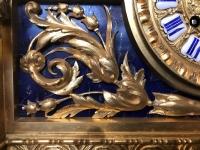 Garniture, horloge et ses 2 candélabres en bronze doré et lapis-lazuli. Réf: 375.