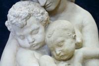 """Terre cuite """"Le Berceau Primitif Eve et ses deux enfants"""" signée DE BAY 1845. Réf: 387"""
