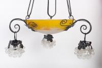Lustre Art Nouveau en fer forgé et coupe en pâte de verre 1900