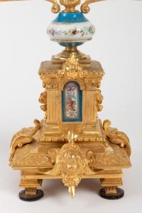 Paire de bougeoirs en bronze et porcelaine 19e siècle