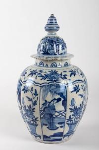 Paire de vases en faïence de Delft XVIIeme