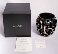 """Vase """"Tourbillons"""" cristal noir émaillé platine de LALIQUE FRANCE d'après un modèle de René LALIQUE"""