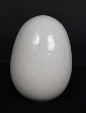 Charles Hair - 3 oeufs en porcelaine émaillée blanc nuancé
