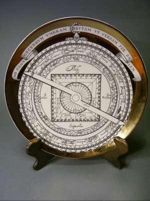 assiette astrolabe Noël 1970 par Fornasetti