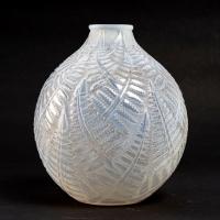 """Vase """"Espalion"""" verre opalescent double couche patiné gris de René LALIQUE"""