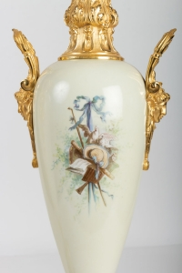 Paire de vases en bronze doré, porcelaine et onyx, XIXème siècle