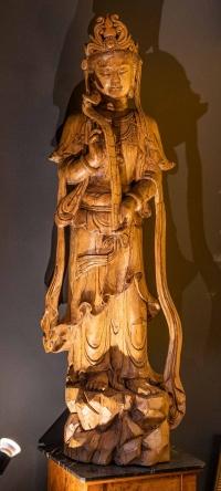 Sculpture chinoise représentant une divinité tenant un scèptre à la main, XIXème