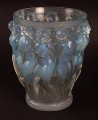 """RENE LALIQUE (1860-1945): Vase «Bacchantes """" Opalescent"""