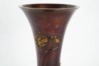 Vase japonais en bronze à décor floral