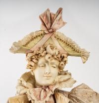 Buste d'une femme élégante à chapeau, fin XIXème