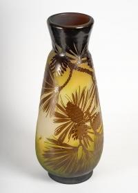 Vase Gallé aux Pommes de Pin