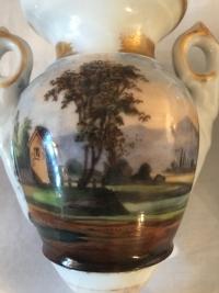 Paire de petits vases en porcelaine, d'époque Louis Philippe. Réf: Charles 11.