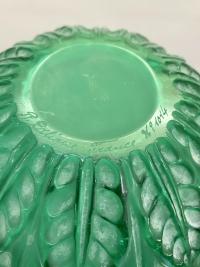 """Vase """"Malesherbes"""" verre vert émeraude de René LALIQUE"""