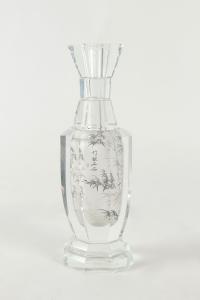 Vase en cristal au décor chinoisant, XXème siècle.