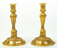 Paire de bougeoirs de style Louis XV. XIXème siècle.