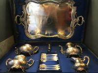 Coffret comprenant service à thé et café en argent massif minerve vers 1850