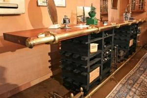 Création - Comptoir à plateau de bois et casiers à bouteilles