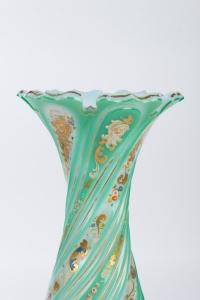 Vase en opaline émaillée et dorée 19e siècle
