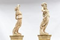 Paire de nymphes sculptées en terre cuite, 1880-1905