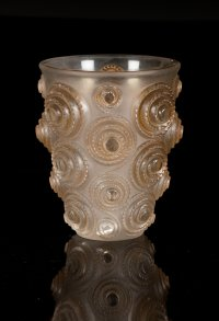 """René Lalique  (1860-1945) Vase """"Spirales """" patiné sienne"""