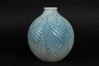 Vase « Espalion » verre opalescent patiné bleu-gris de René LALIQUE