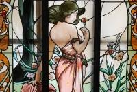 VITRAUX ART NOUVEAU FEMME AUX OEILLETS