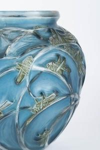 Vase « Sauterelles » verre blanc patiné bleu et vert à chaud de René LALIQUE