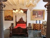 Galerie De Santos, vous présente d'authentiques meubles & objets Français et Européens.