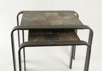Table gigogne des années 1960-1970 en fer forgé et ardoise.