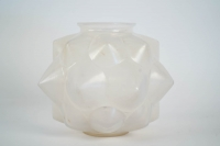 """René LALIQUE, Opalescent Vase """"Champagne"""""""