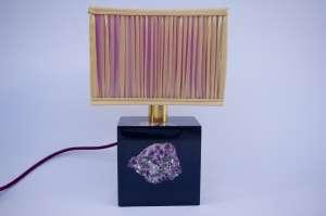 Lampe en résine violette incrustée d'une améthyste, circa 1970