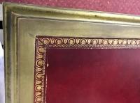 Grand bureau plat en acajou et bronze doré. Réf: 212.